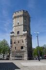 Der Bayenturm ist ein mittelalterlicher Wehrturm in der Innenstadt von Köln. Der trutzige, wie eine Burg ausgebaute Bayenturm entstand um 1220 als Teil der acht Kilometer langen mittelalterlichen Stadtbefestigung. [Wikipedia]