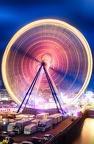 Das Riesenrad der Frühlingskirmes von der Deutzer Brücke gesehen.