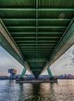 Severinsbrücke von unten der Länge nach fotografiert. Um mehr tiefe zu bekommen hab ich ein UWW mit 10mm Brennweite genommen.    Bei der Tour am 11. Mai hatte ich Begleitung von Tina die auf ihrem Blog pics and places, ebenfalls ein Bild von der Severinsbrücke machte: Köln - kleine Fototour am Rhein