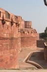 ... roter Sandstein aus Rajasthan - 21m hoch, 12m breit und insgesamt 2,4km lang. 6 Jahre Bauszeit (1565-1571)