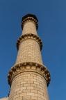 Die vier Minarette die das Taj Mahal umgeben sind jeweils 40m hoch. Damit diese bei einem Erdbeben nicht auf das Taj fallen, wurden diese leicht wegkippend vom Taj aufgebaut.