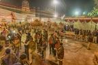 ... des Raja Ram Tempels. Noch dominiert das Fernsehen und die Polizei den Platz.