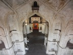 Im inneren des Chaturbhuj-Tempel