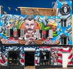 Bier und Barber-Shop - Streetart über die ganze Hausfront