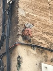 In Palma sind mehrere dieser Gesichter verteilt. Wer sich in seinem Viertel besonders hervor tut, bekommt so eine Anerkennung. Es gibt wohl 7 in Palma